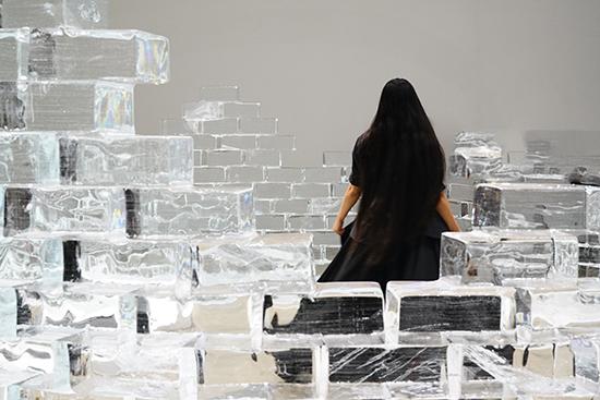 """""""何处是归程"""" 颜荷行为艺术展在单行道画廊举行"""